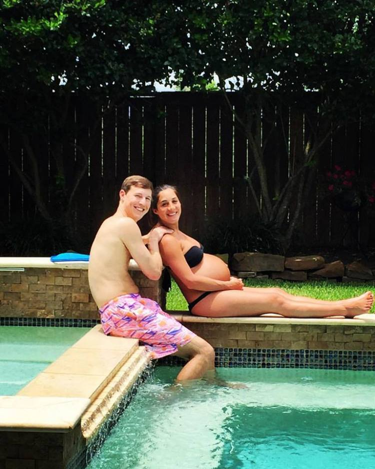 pregnant in bikini